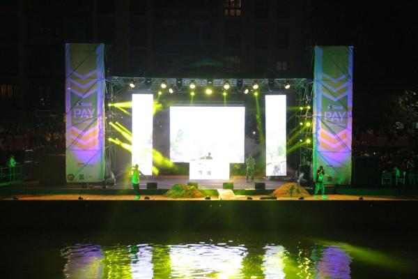 Emis Killa – Primo concerto in Darsena